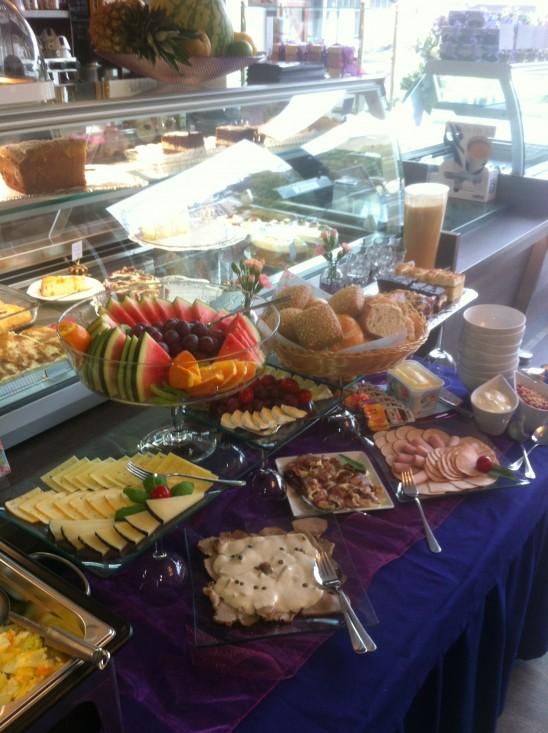 Unser erster Frühstücksbrunch – Buffett leer – Gäste glücklich! O_o